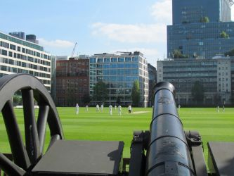 THE HAC Cricket with light gun